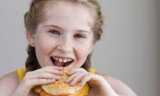 Fast Food Tüketmek Çocuklarda Mutsuzluk Yaratıyor!