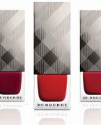Burberry ile ikonik renkler tırnaklarda!