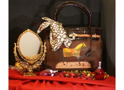 At Figürlü Şık Deri Bayan Çanta Modeli
