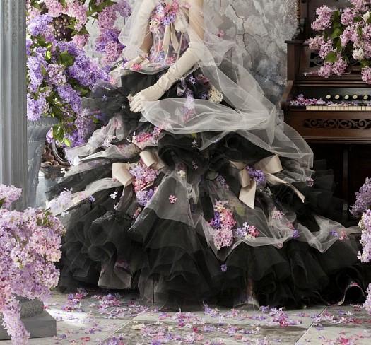 Siyah Tül Detaylı Güllerle Süslenmiş Şık Nişan Elbiseleri