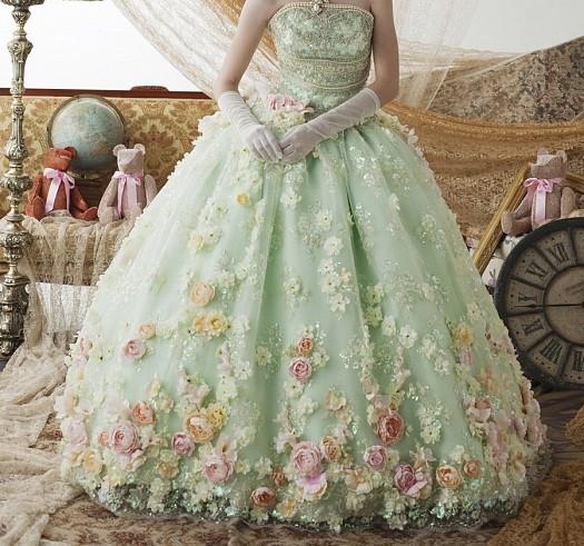 Mint Yeşili Çiçeklerle Süslü Nişan Elbiseleri Yeni Modeller
