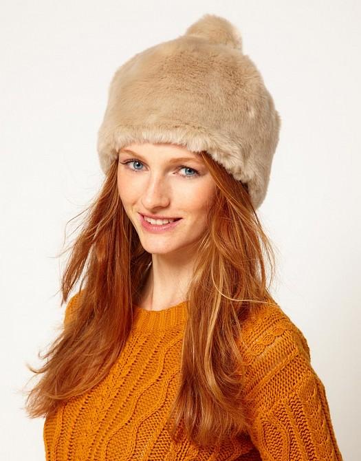 Ponponlu Yün Kürklü Örgü Bere Şapka Modeli