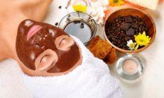 Cildi yumuşatmak için maske kahve ve kakao