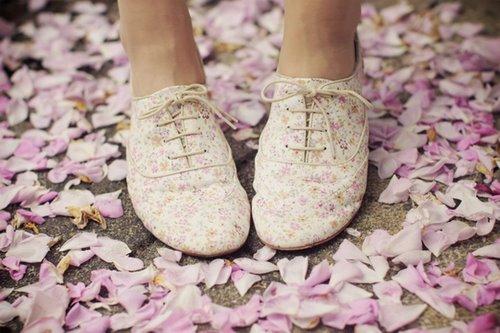 Çiçek Desenli Oxford Ayakkabı Modeli Şık Kombinler
