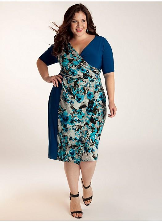 Mavi Desenli Şık Büyük Beden Elbise Modeli Kombinasyonu
