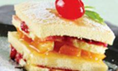Şeftalili ve böğürtlenli kek tarifi