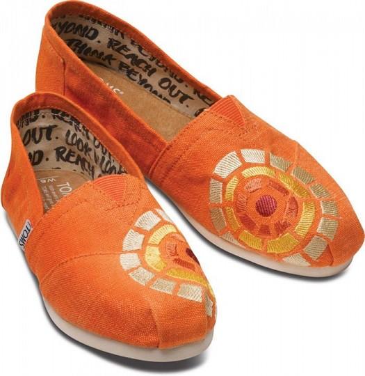 Toms Turuncu Desenli Şık Kadın Ayakkabı Modelleri