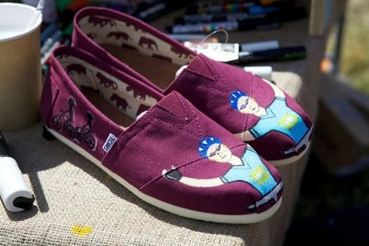 Toms Shoes Bordo Desenli Kadın Ayakkabı Modelleri