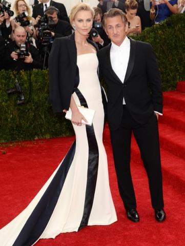 Met Gala Şıklığı Siyah Beyaz Elbise Modeli