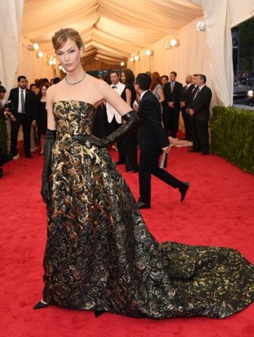 Siyah Golden Uzun Etekli Elbise Kırmızı Halı Met Gala