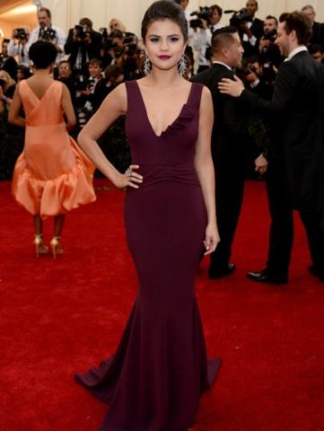 Met Gala Gecesi Kırmızı Halı Şıklığı Yeni Elbise Trendleri