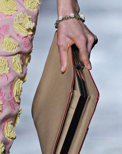 Prada Bej Rengi İnce Bayan Çanta Modelleri