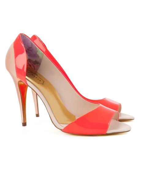 Ted Baker Kırmızı Yanları ve Burnu Açık Ayakkabı Modeli