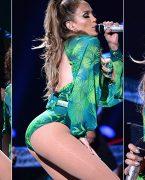 Jennifer Lopez Stiliyle Şaşırttı