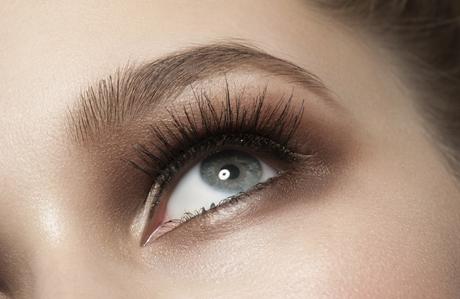 Renkli gözlere nasıl makyaj yapılır