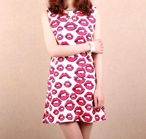 Pembe Dudak Baskılı Yazlık Şık Kısa Elbise Modelleri