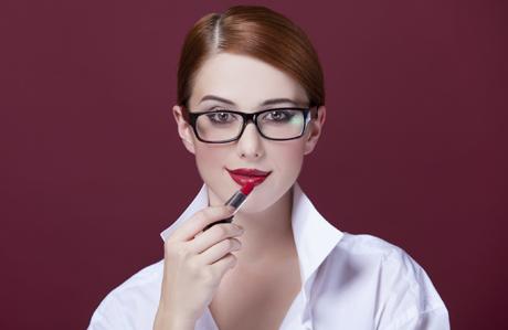 gözlük-takan-kadınlar-makyaj-1