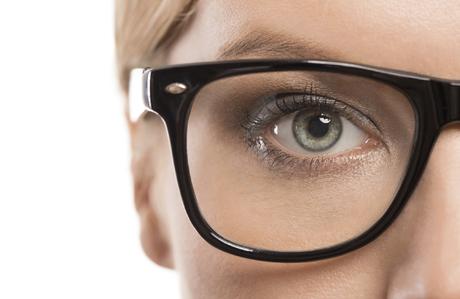 gözlük-takan-kadınlar-makyaj-2