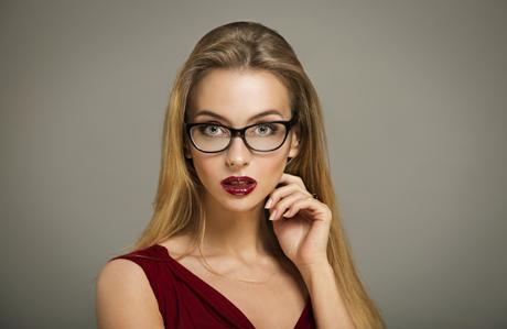 gözlük-takan-kadınlar-makyaj-3