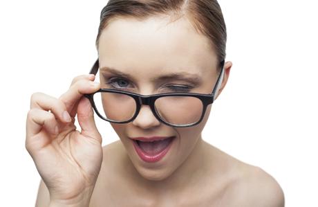 gözlük-takan-kadınlar-makyaj-4