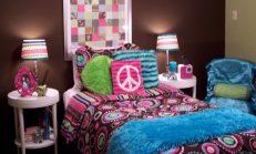 Yatak başı ve komidin dekorasyon uyumu
