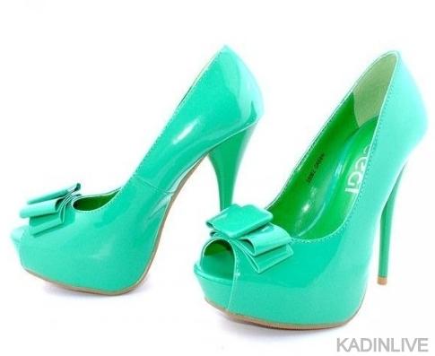 yesil-rugan-fiyonklu-yksek-topuklu-trend-ayakkabı