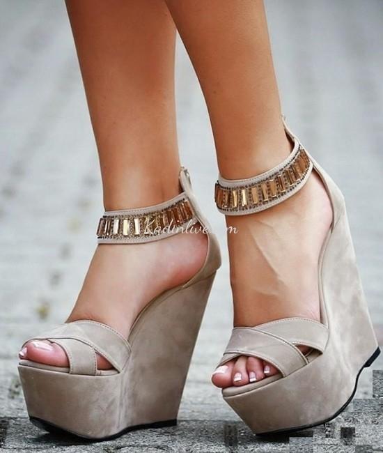 Bantlı Topuklu Ayakkabı Zayıf Görünme Tüyoları