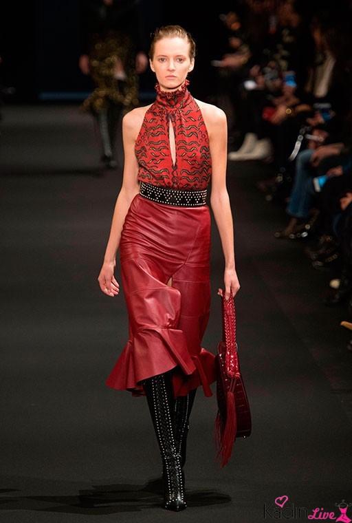 Altuzarra Sonbahar Kış Kırmızı Deri Etekli Kıyafet Koleksiyonu