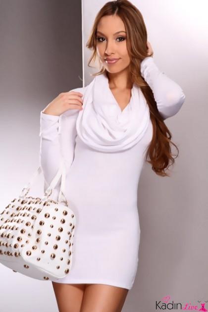 Beyaz Elbise Kazak Sokak Kombinleri