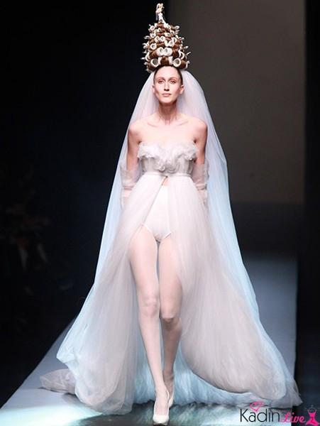 1b8ac0dd1e11c 2019 Paris Moda Haftasının En Sıradışı Gelinlik Modelleri ...