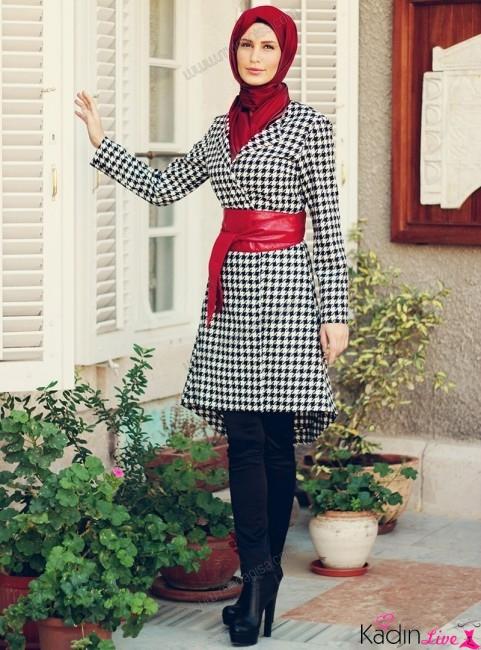 Elmas Çizgili Tesettür Elbise Modeli