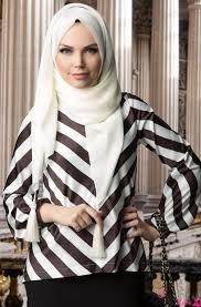 Yatay Siyah Beyaz Çizgili Tesettür Elbise