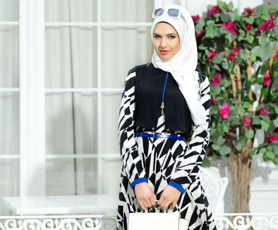 Puane Siyah Beyaz Desenli Tesettür Elbise Modelleri