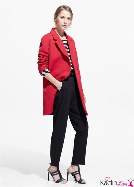 Siyah Bol Pantolon, Kırmızı Ceket İlkbahar Kombinleri