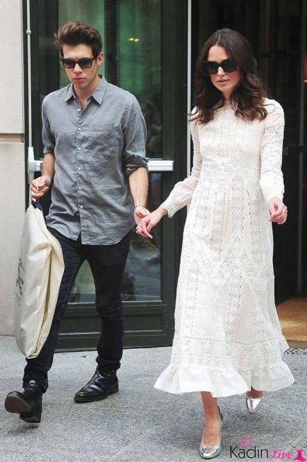 Beyaz Uzun Dantelli Elbise Kombinleri