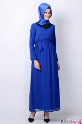 Tozlu Saks Mavisi Kurdeleli Tesettür Elbise Modelleri