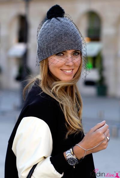 Gri Ponponlu Tül Detaylı Şapka Kombinleri