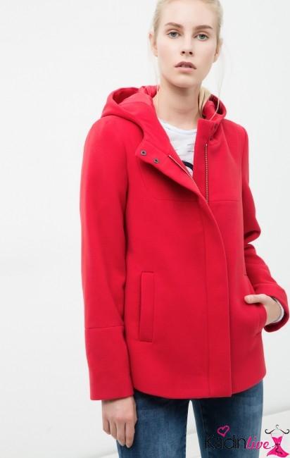 Koton Kırmızı Kapüşonlu Mont Modelleri