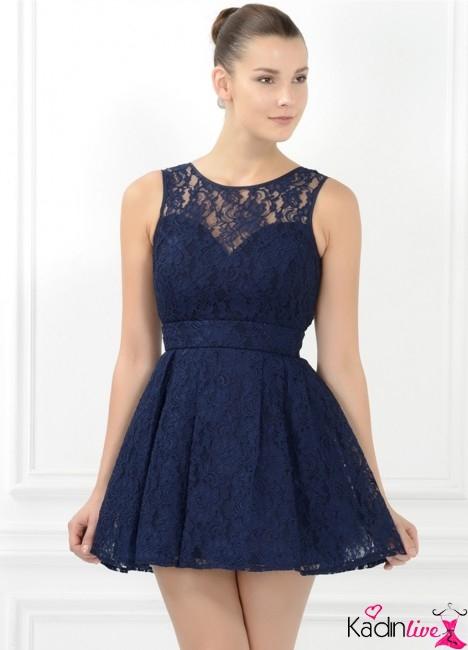 3b56c85ffe6ff Geleneksel çizgi ve desenler, çekici elbise modelleri her kadını baştan  çıkartıcı stil ve tarzla buluşturuyor.