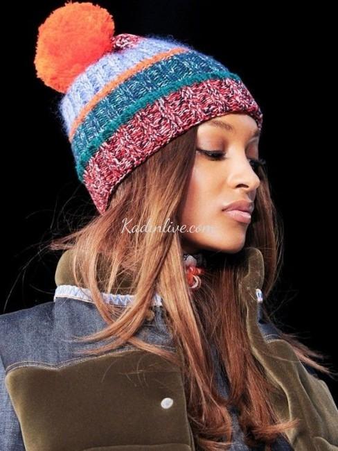 Renkli Pompom Örgü Şapkalar Yeni Modeller