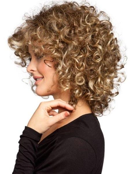 Sıkı Kıvırcık Saç Modelleri Trendy