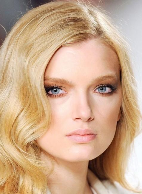 Açık Bebek Sarısı Saç Rengi Dalgalı Saç Modelleri