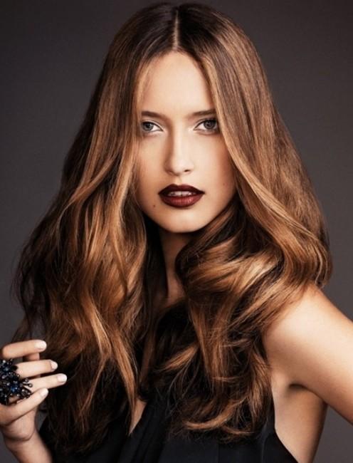 Hafif Gölgeli Karamel Saç Rengi