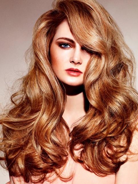 Kırmızımsı Altın Sarışın Saç Rengi Ve Dalgalı Saç Modeli Kadinlivecom
