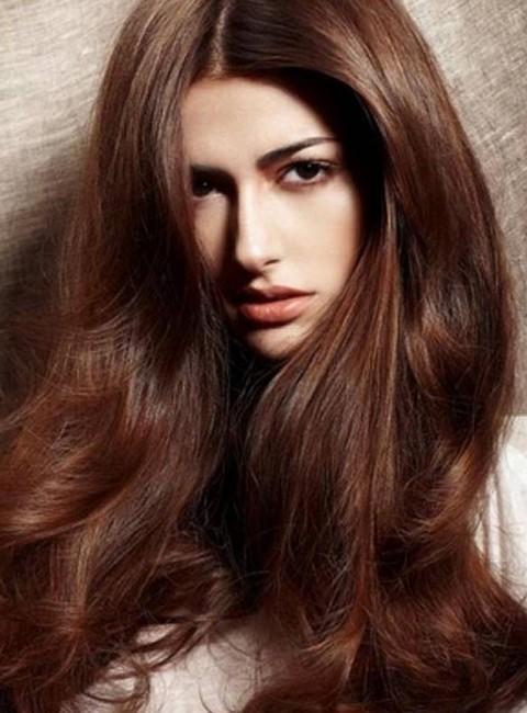 Koyu Kestane Saç Rengi ve Düz Dolgun Saç Modelleri