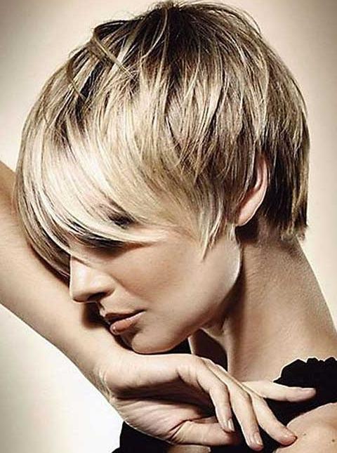 Uzun Kaküller ile Kısa Pixie Saç Kesim Modelleri