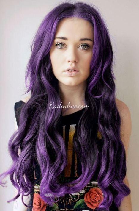 Patlıcan Moru Saç Rengi Dalgalı Uzun Saç Modeli